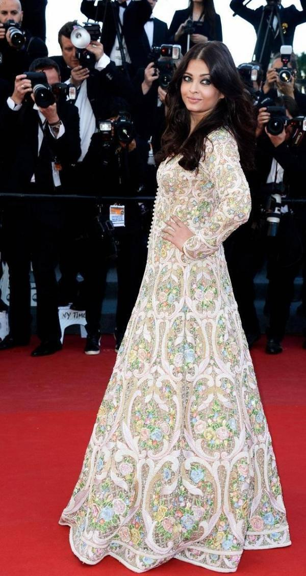 Aishwarya Walks On Red Carpet At Cannes For The Premiere Of Blood Ties
