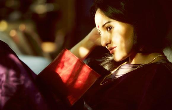 Sonakshi Sinha Dazzling Face Look Still From Lootera Movie