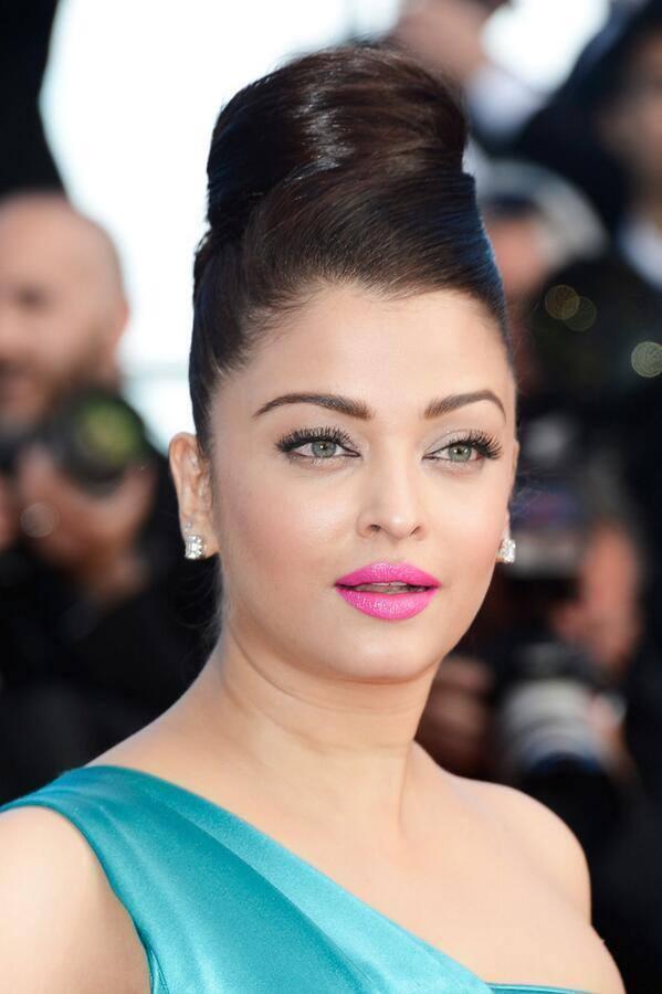 Aishwarya Rai Dazzling Face Look Still At Cannes Film Festival 2013
