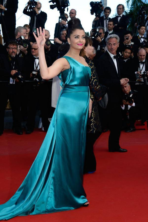 Aishwarya Rai In Gucci Walks On Red Carpet At The Premiere Of Cleopatra At The Cannes