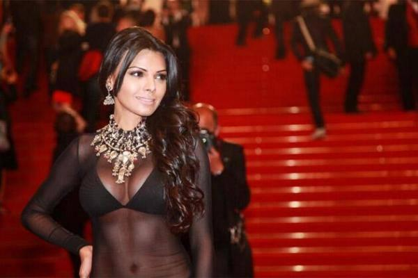Sherlyn Chopra Hot ANd Sexy Look In Red Carpet At 66th Cannes Film Festival 2013