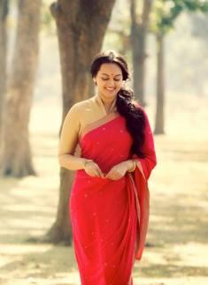 Sonakshi Sinha In Romantic Mode In Lootera