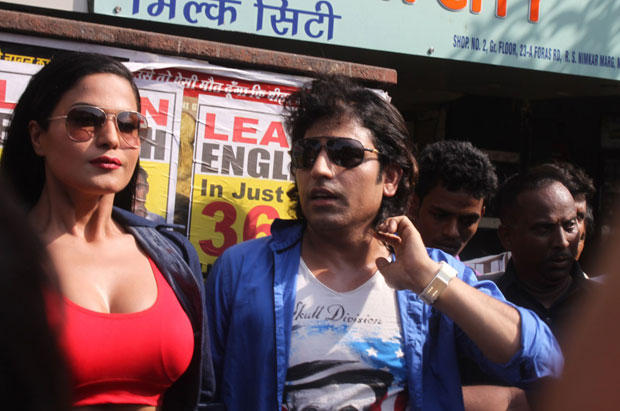 Veena And Rajan Posed For Camera During The Promotion Of Zindagi 50-50 At Red Light Area Kamathipura