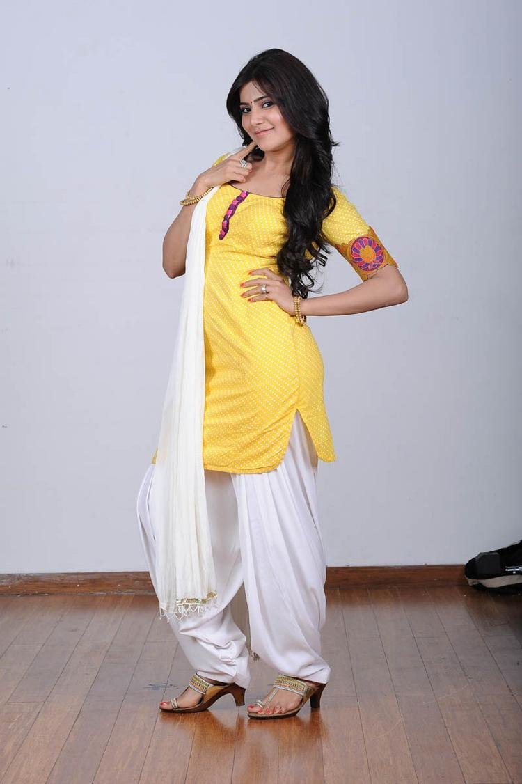 Samantha Ruth Prabhu In Chudidar Cool Pose Photo Still