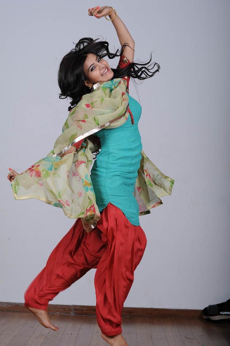Samantha Ruth Prabhu Rocking Dancing Look Still