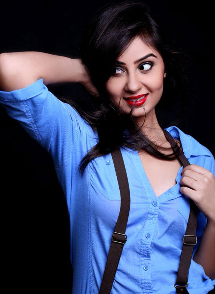 Bhanu Sri Mehra Spicy Romantic Look With Red Lips