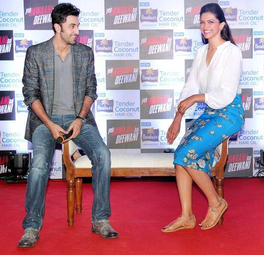 Ranbir And Deepika Cool Smiling Look At Parachute Press Conference For Promoting YJHD