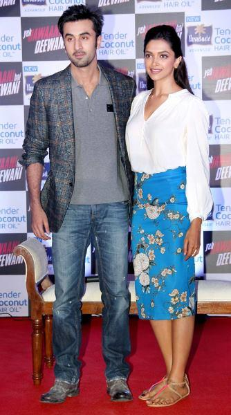 Ranbir And Deepika In Red Carpet Posed For Camera During The Promotion Of YJHD At Parachute Press Conference