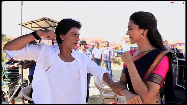 Deepika And Shahrukh Action Still From The Comedy Movie Chennai Express