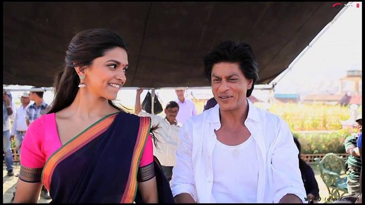 Deepika And Shahrukh On The Shooting Set Of Chennai Express Last Day