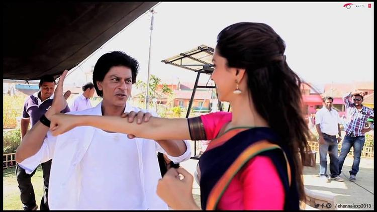 Shahrukh And Deepika Cute Fight Still At Last Day Of Shooting Set Of Chennai Express