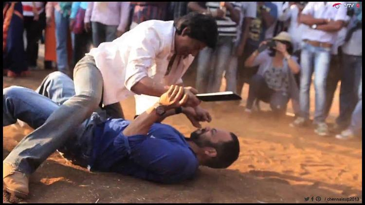 Shahrukh And Rohit Funny Mad Still On The Shooting Set Of Chennai Express