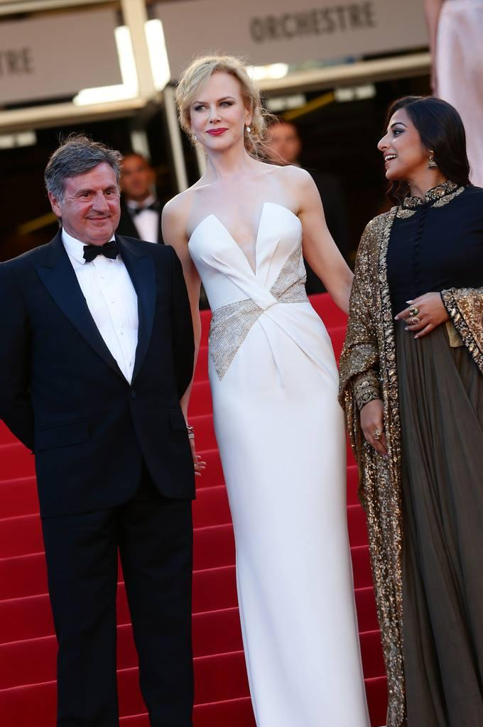 Daniel,Nicole And Vidya Posed For Camera At The Cannes 2013 Closing Ceremony