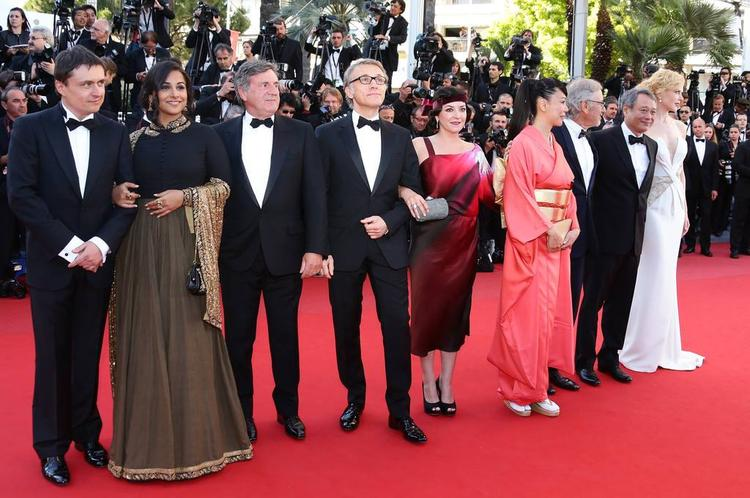 Vidya Balan And Jury Members Are Posed In Red Carpet At The Cannes 2013 Closing Ceremony