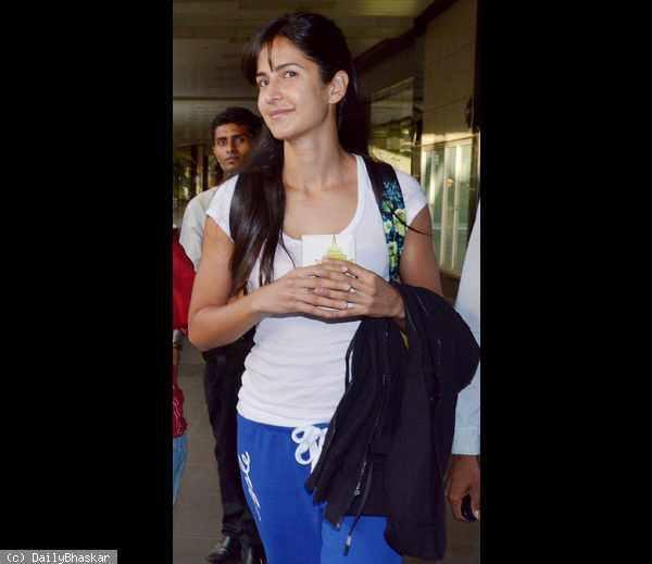 Katrina Kaif Cute Face Look Still At Mumbai Airport
