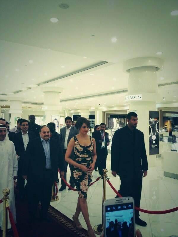 Bipasha Basu And Mehul Choksi Enter In Dubai Mall For A Jewellery Store Launch