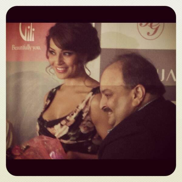 Bipasha Basu And Mehul Choksi Smiling Pic During The Launch Of Gili Jewellery