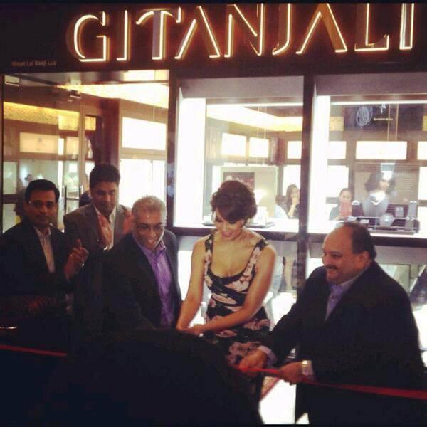 Bipasha Basu Inaugurate Gili Jewellery Store In Dubai