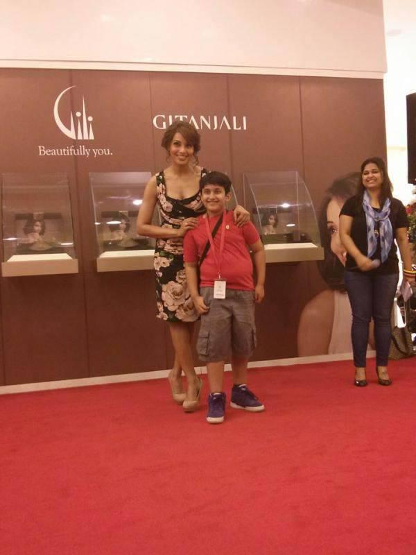 Bipasha Basu Nice Pose For Photo Shoot At Dubai Mall