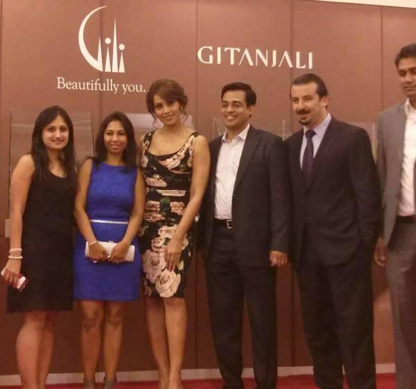 Bipasha Basu Pose To Photo Shoot At The Launch Event Of Gili And Gitanjali Jewellery
