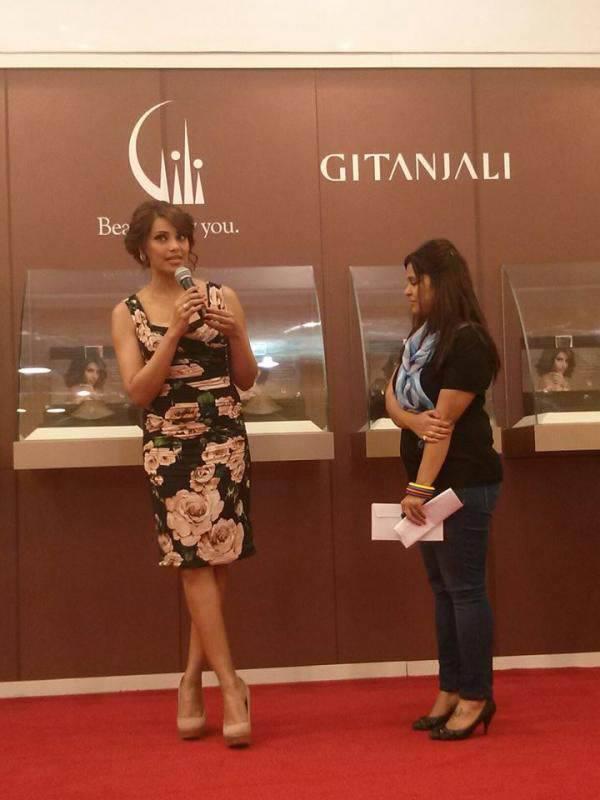 Bipasha Basu Speaks Something During The Launch Of Gili Jewellery At The Dubai Mall