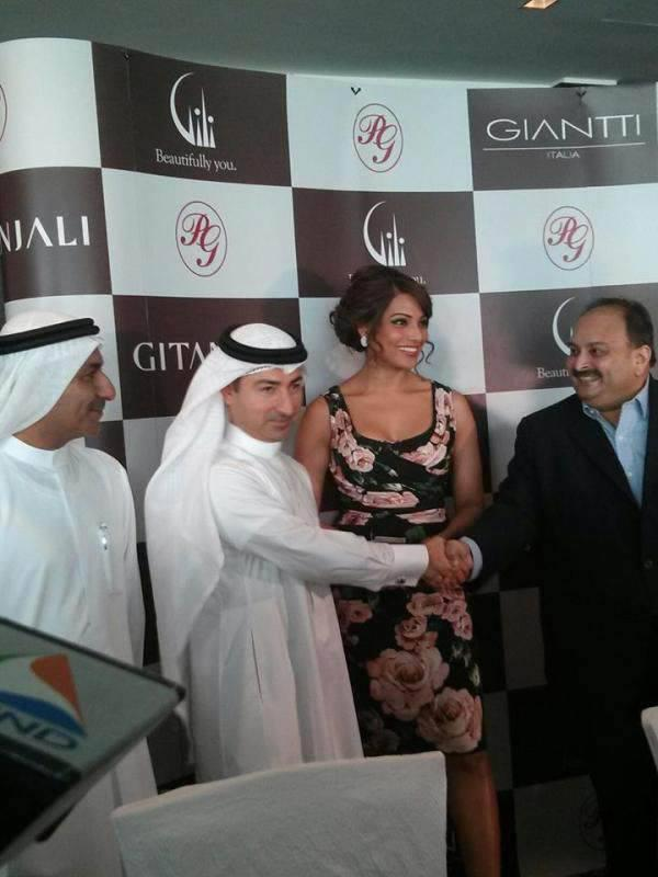 Sizzling Bipasha Basu And Mehul Choksi During The Opening Of A Jewellery Store At Dubai Mall