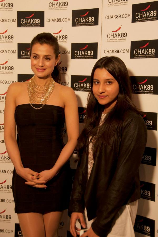 Ameesha Patel With A Fan During The Promotional Event Of Shortcut Romeo