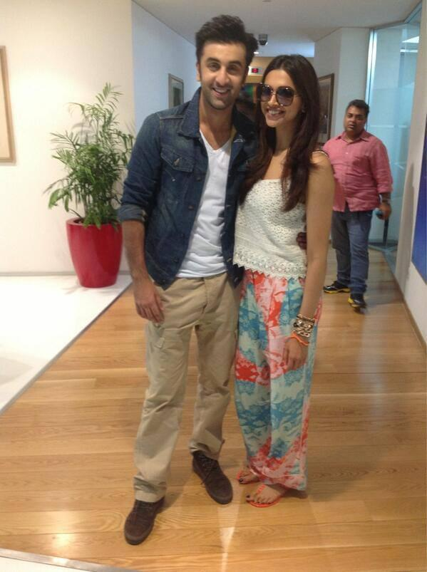 Ranbir And Deepika Strike A Cool Pose During The Promotions Of YJHD At Delhi