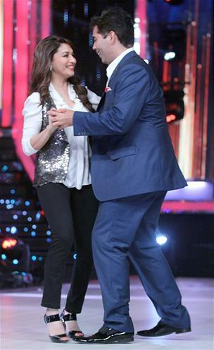 Karan And Madhuri Dance Pic During The First Look Launch Of Jhalak Dikhhla Jaa Session 6
