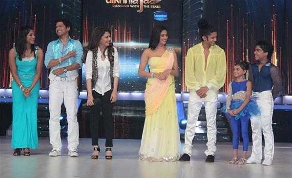 Madhuri Dixit With Participants At The First Look Launch Of Jhalak Dikhhla Jaa Session 6