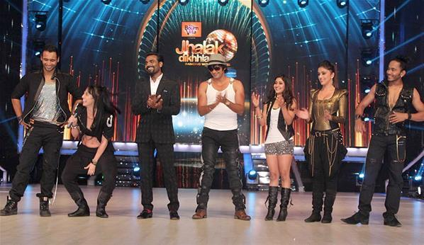 Remo D'Souza With Participants On The Stage Of Jhalak Dikhhla Jaa Session 6