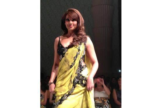 Bipasha Basu Looks Beautiful In Yellow Saree At Archana Kochhar's Label 24 Fashion Show