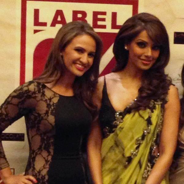 Bipasha Basu Nice Pose To Photo Shoot At  Dubai Fashion Show