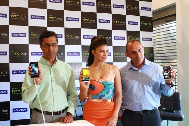 Jacqueline Fernandez Launches The New HTC One Android Smartphone