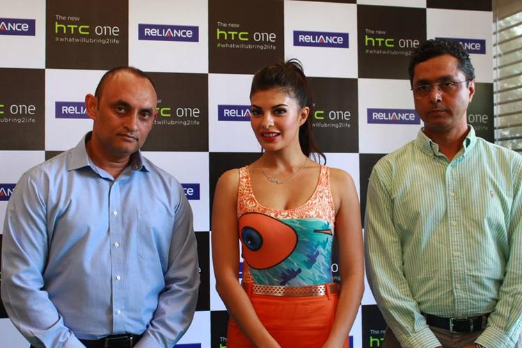 Jacqueline Fernandez Pose During The Lauch Of HTC One Android Smartphone