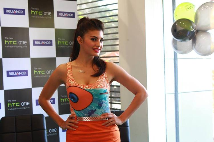 Jacqueline Fernandez Sexy Pose At The HTC One Mobile Phone Launch Event