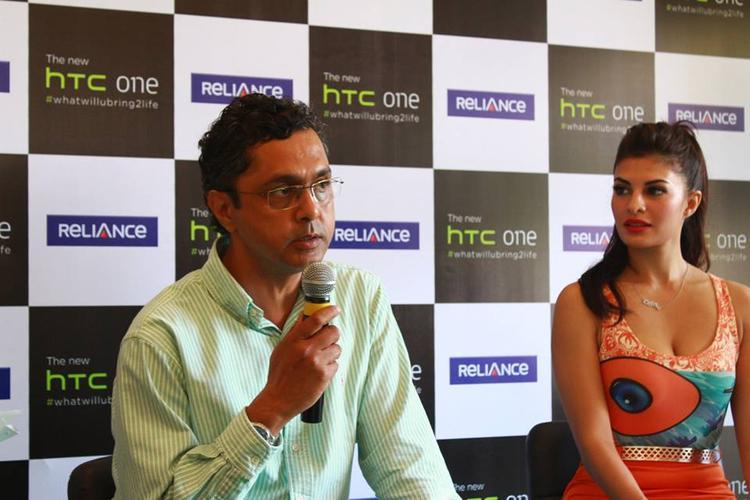 Jacqueline Fernandez Unveils The HTC One Mobile Phone Launch Event