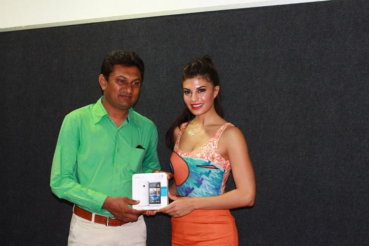 Sexy Bolly Beauty Jacqueline Launches The New HTC One Android Smartphone