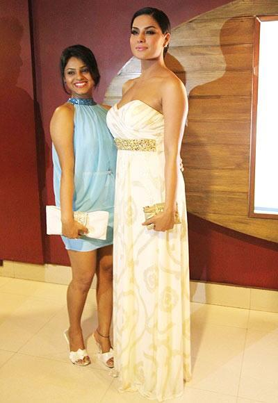 Veena Malik Posed With Supriya Kumar At The Premiere Of Zindagi 50-50 Movie