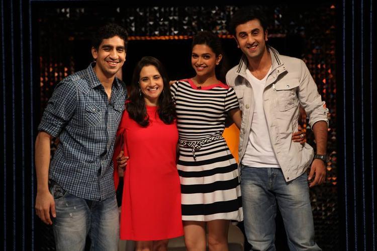 Ayan,Anupama,Deepika And Ranbir Posed For Camera On The Front Row Show