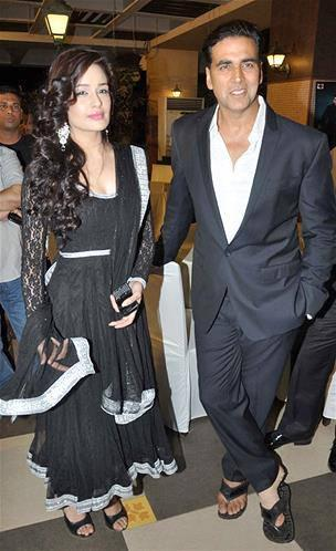Akshay With Yuvika At Music Launch Of Enemmy