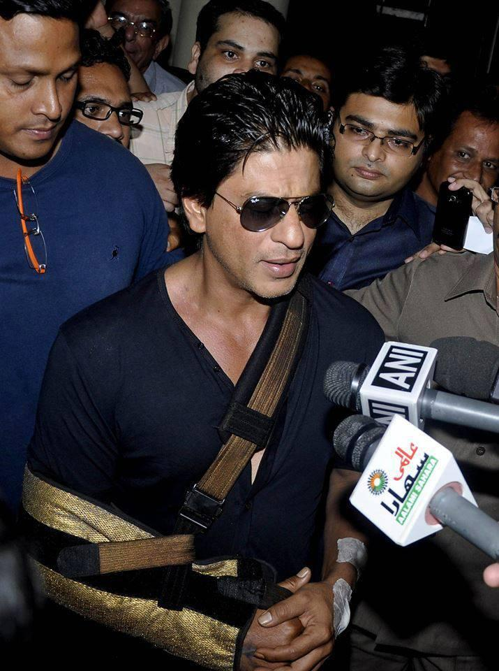 SRK Talking To The Media After Discharging From Lilavati Hospital