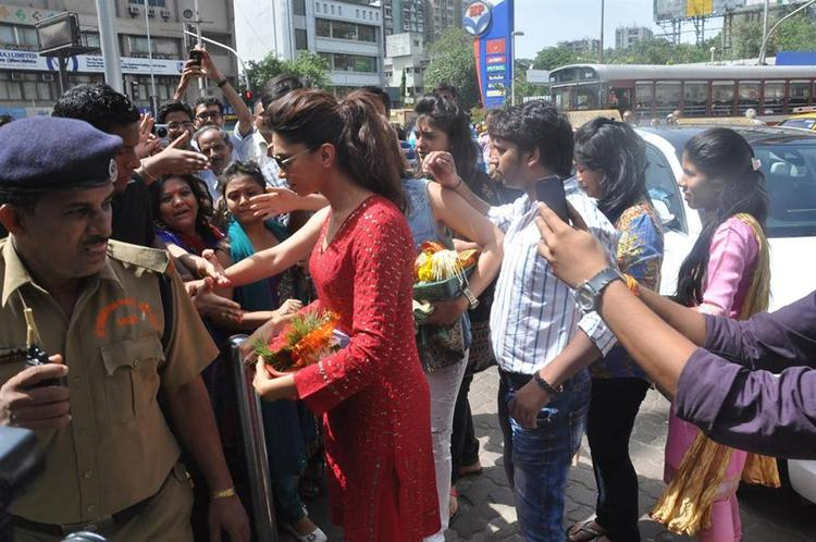 Deepika Padukone at Siddhivinayak to pray for Yeh Jawaani Hai Deewani