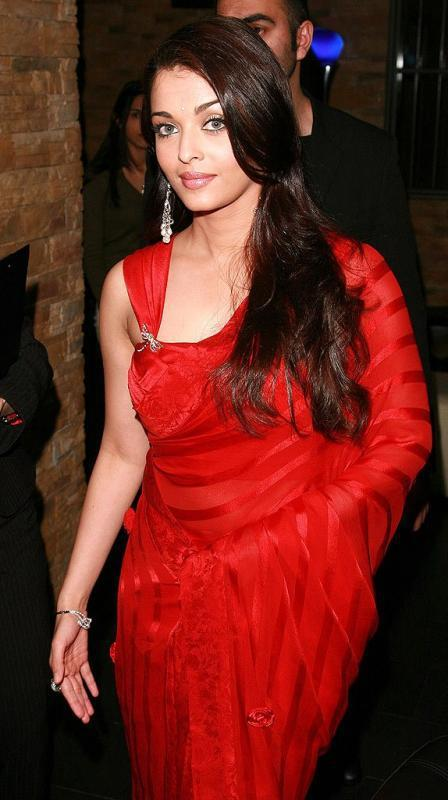 Aishwarya Rai Bachchan In Red Saree Stunning And Charming Look Still