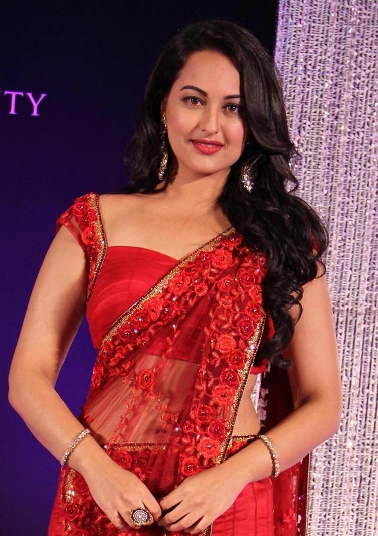 Sonakshi Sinha In Red Saree Glamour And Stunning Look Still