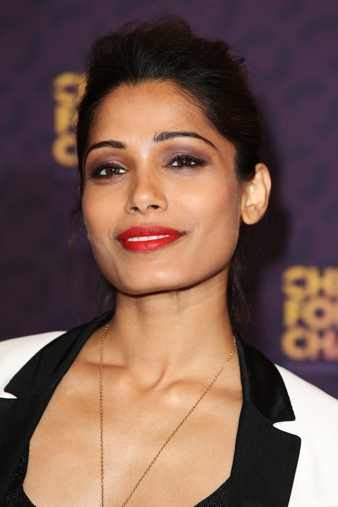 Freida Pinto Sweet Smile Pic At The Chime For Change Concert In London