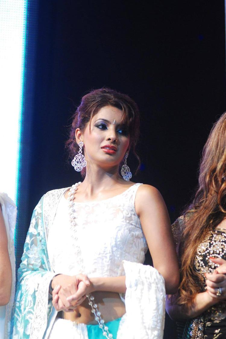 Geeta Basra On Stage To Support Of Cancer Patients