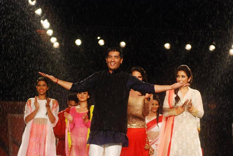 Manish Malhotra Walk Ramp During 8th Annual CPAA Fashion Show