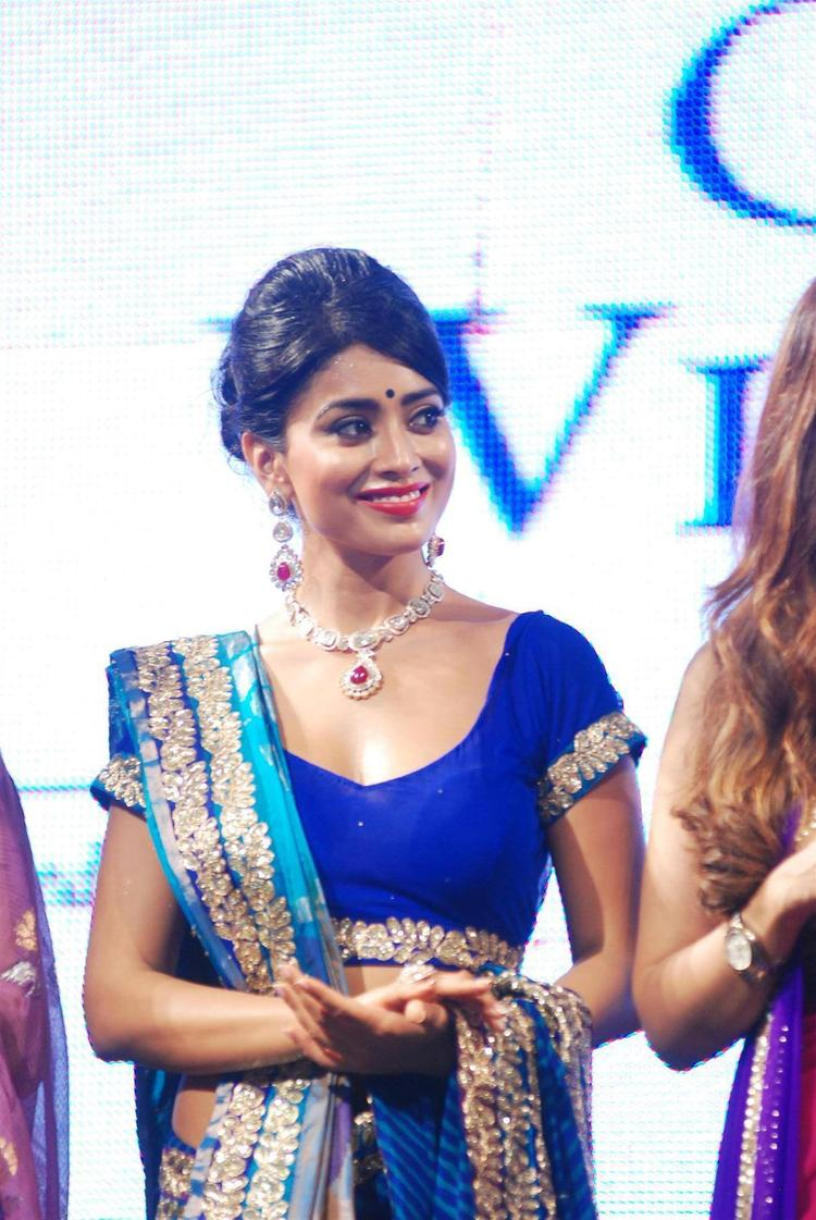 Shriya Saran Gorgeous Face Look At 8th Annual CPAA Fashion Show