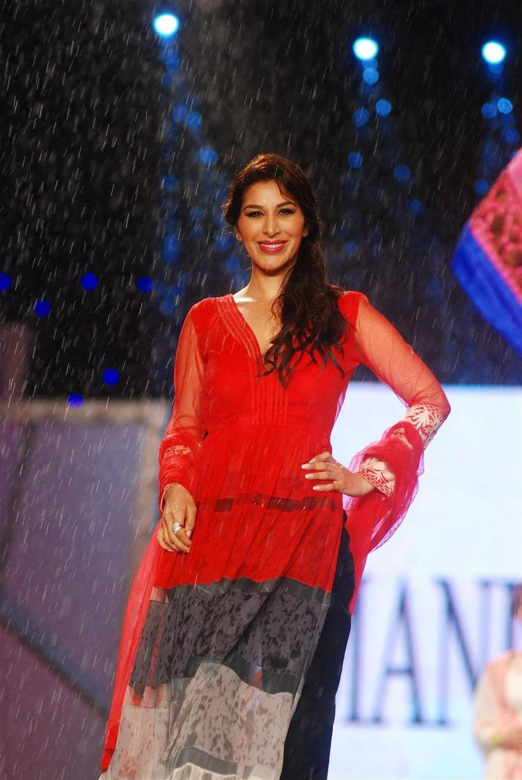 Sophie Choudry Walks Ramp At 8th Annual CPAA Fashion Show